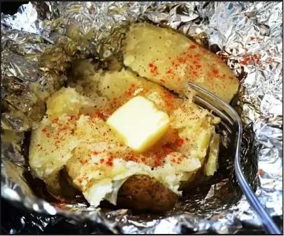 Картошка, запеченная в фольге в мультиварке
