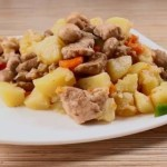Жаркое с грибами и мясом в мультиварке
